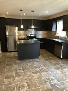 Excellent location!! Home FOR RENT (4 BD/RM) on University Ave