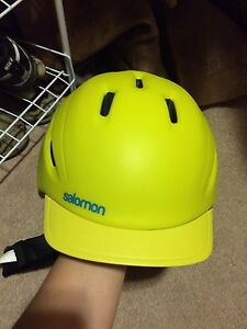 Salomon Helmet Size Medium Kingston Kingston Area image 2