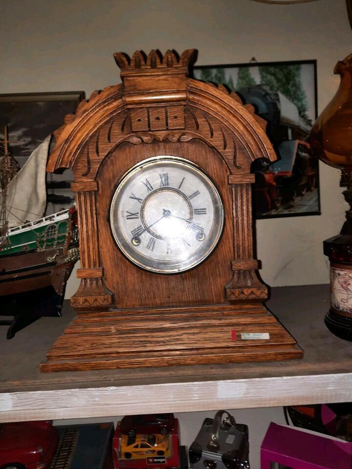 Antike Uhren mit Pendel in Groß-Gerau