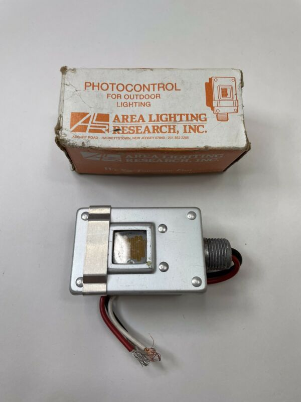 Area Lighting Research Photocontrol Photoelectric Switch 120V New AT-15