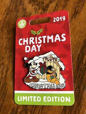 Christmas Day 2019 Santa Mickey & Pluto Disney Limited Edition 5000 Pin ()