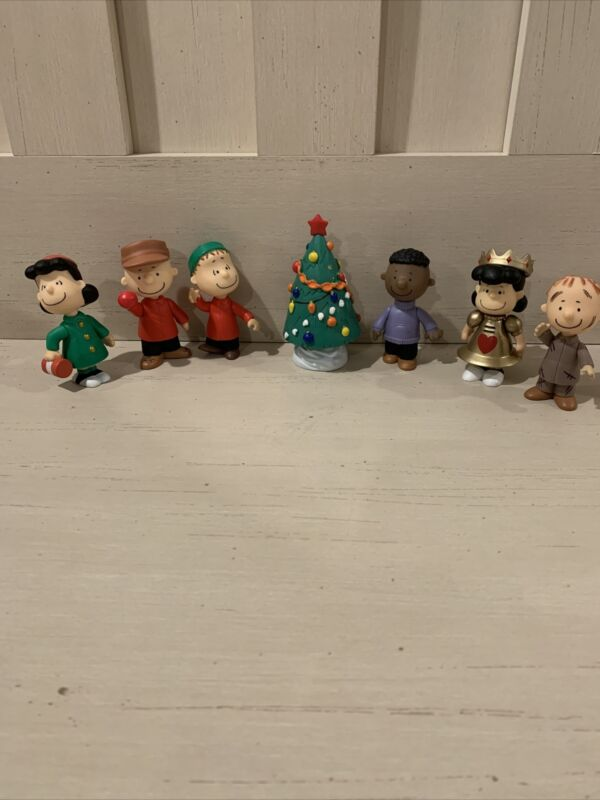 Lot Of (7)  A Charlie Brown Christmas - Peanuts Figures