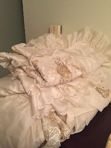 Bedding and other items for a bedroom for sale!
