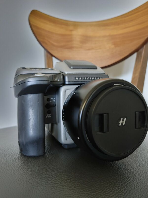 Hasselblad H4D-40 40.0MP Digital SLR Camera with 80mm lens plus accessories