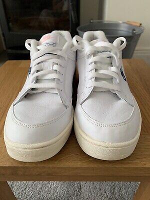 nike tennis shoes Size 7