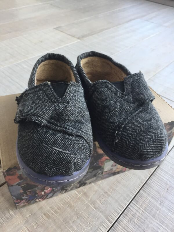 Tiny TOMS size 8 herringbone shoes - gray COZY INTERIOR!