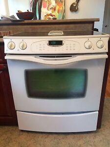 Sold PPU - Jen Air White Stove (with down draft)