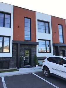 Recherche coloc pour partager maison  à Charlesbourg-MEUBLÉE Québec City Québec image 1
