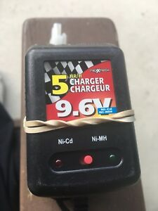 Ni-CD/Ni-MH Battery Charger  As Is (worked last time we used it)