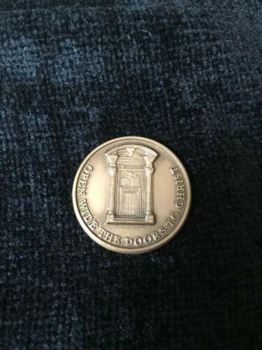 "Knights of Columbus Bronze Medallion - ""Holy Door""  2000"