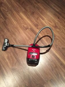 Excellent condition toddle toy vacuum