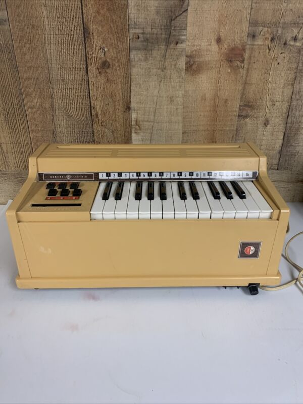Vintage General Electric Youth  Electronics Chord Organ Tested And Works