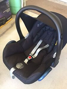 Maxi cosi car seat with adapters Forrestdale Armadale Area Preview