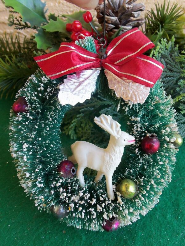 VINTAGE BOTTLEBRUSH WREATH&MERCURY GLASS BEADS&CELLULOID REINDEER XMAS ORNAMENT