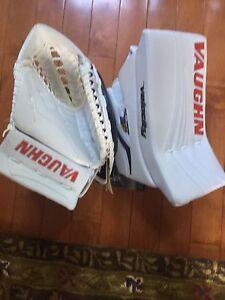 Never Been used Pro return V7 Goalie Gloves!