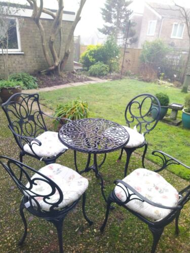 Garden Furniture - Black Metal garden furniture set (4 chairs + table), with seat cushions.