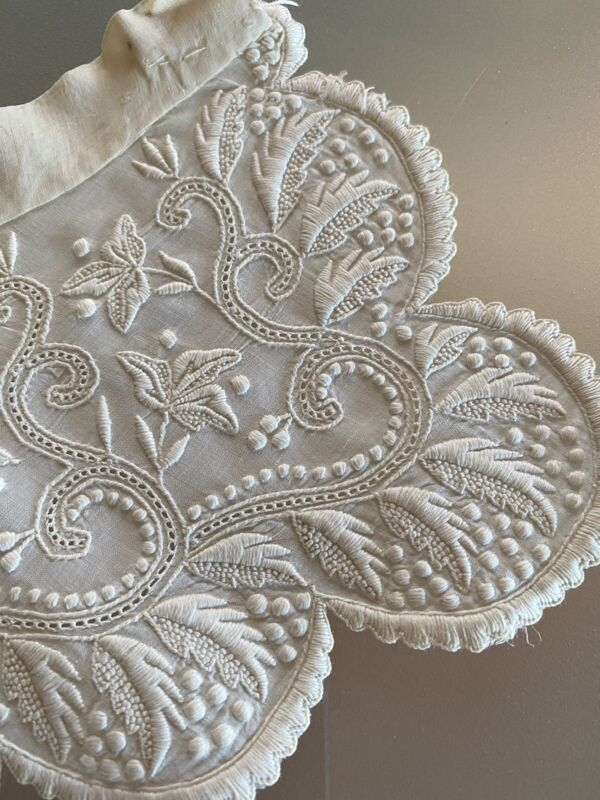 ANTIQUE EARLY FRENCH EMBROIDERED WHITE WORK COLLAR FINEST HANDWORK