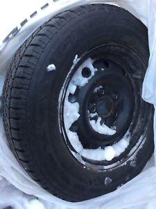 4 pneus d'hiver 15po sur jante