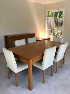 Beautiful solid wood dining table with 6 chairs Brighton East Bayside Area Preview