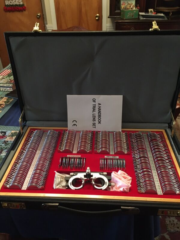 """Eyeglasses Optrician Testing Kit Complete With 23x13 1/2"""" case"""