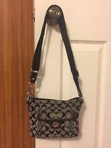 Used authentic shoulder bag and bucket bag.