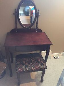 Table set with chair