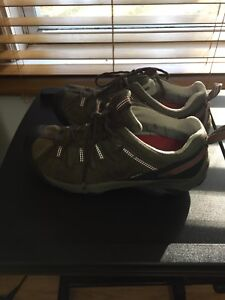 Pair of brown lace-up trek keen-dry shoes ( price firm )