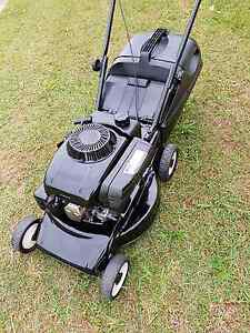 """VICTA V40 18"""" LAWN MOWER 4 STROKE OHV ENGINE RUNS WELL GC Eagleby Logan Area Preview"""