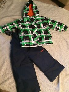 Oshkosh 2T snowsuit- like new
