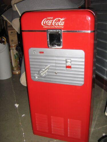 Beautifully Restored Antique Coca-Cola Machine 1930