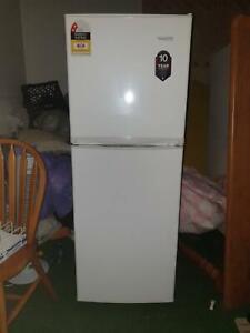 Fridge Freezer 225L