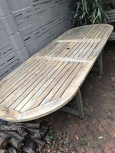 Outdoor/ patio hard wood expendable table Castle Cove Willoughby Area Preview