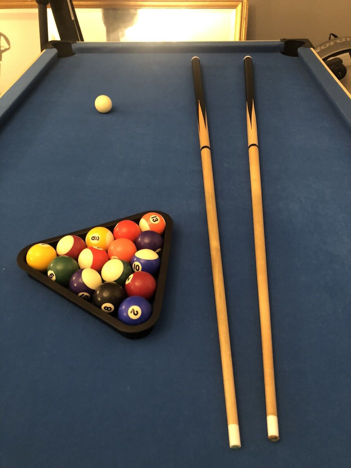 Pool table 6ft With pool balls, triangle and two cues (one with missing tip)