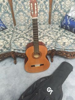 Acoustic guitar Valencia 6 strings full size