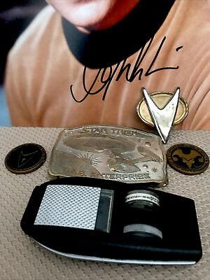 STAR TREK💥Hand Signed Photo 🚀William Shatner+Vintage Phaser, Belt Buckle, Badge