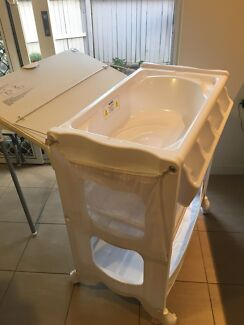 4Baby Deluxe Bath Changer / Change Table and Bath - Baby Bunting