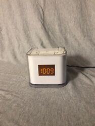 Venturer AM FM Dual Alarm Clock Radio w/ iPod iPhone Dock CR8030iE5 Aux In Jack
