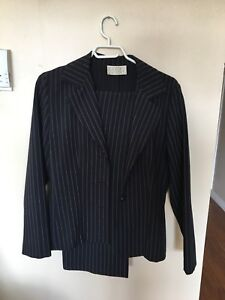 Pant Suit, stretchy, 2 piece, Daniel Laurent size 6...$20.00