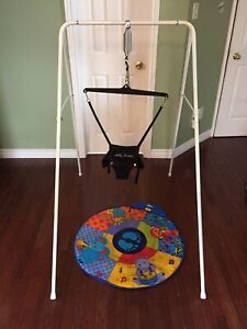 Jolly jumper on stand with music mat