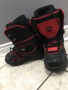 Snowboarding boots 30
