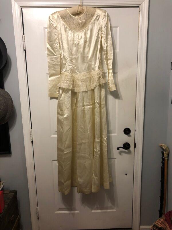 Vintage Ivory Small Woman's Wedding Dress