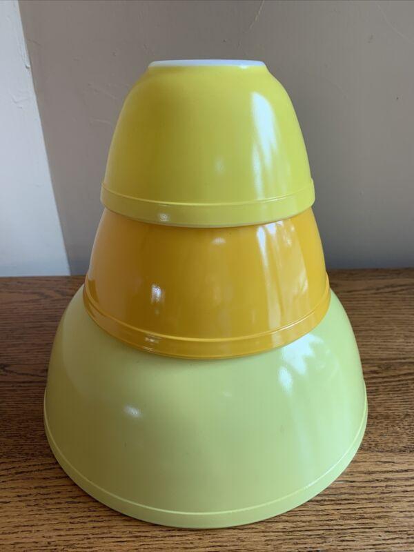SET OF 3 Vintage Pyrex Yellow Nesting Mixing Bowls; 404/402/401