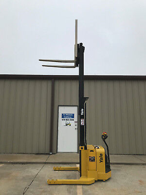 2009 Yale Walkie Stacker - Walk Behind Forklift - Straddle Lift Only 3432 Hours