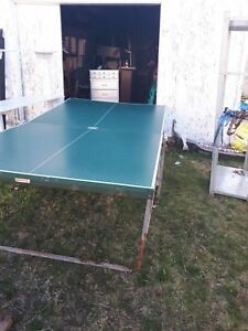 selling 2 ping pong table