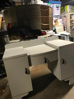 Old style duchess, / dressing table. 3 adjustable mirrors