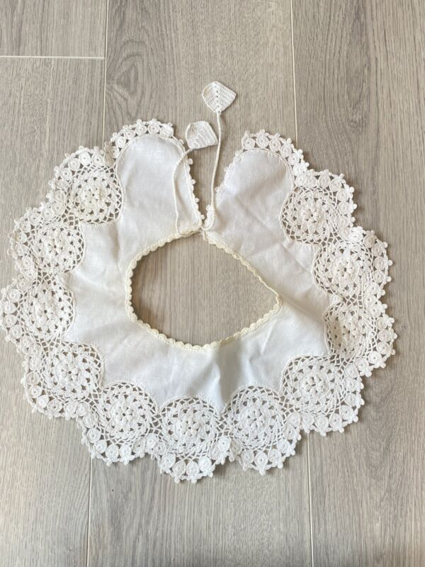 Elegant Vintage Hand Made White Hand Crocheted Lace Collar Women