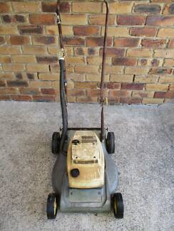 VICTA  2 STROKE(OLD) LAWN MOWER.SPARES OR REPAIR.