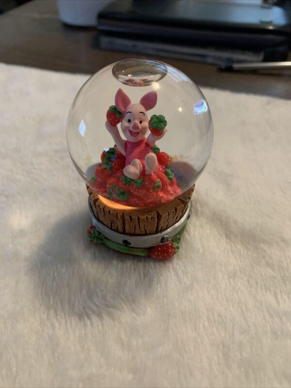 Disney Winnie The Pooh Piglet Small Snow Globe