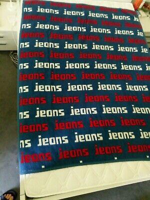 IBENA® Wohndecke , ca. 175 x 145 cm, Kuscheldecke, JEANS -Schriftzug, USA, Dolan gebraucht kaufen  Berlin