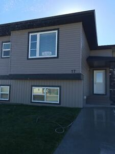 SMALL PETS are WELCOME! Sylvan Lake for ONLY $895! WOW!